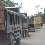 Truk pengangkut kayu ilegal di Keerom