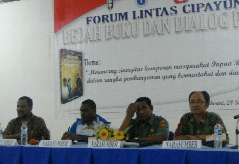 Babat Rumput Membuka Kebun Perdamaian Papua