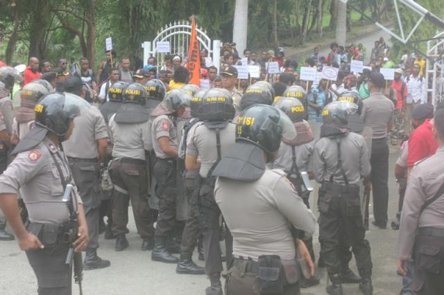 Demo Gempar : Minta Segera Lakukan Dialog