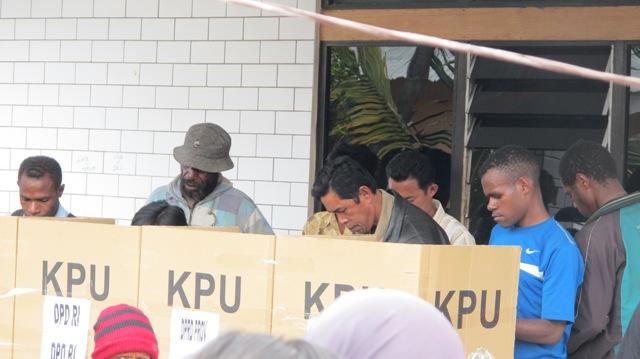 Diduga Surat Suara DPR Kabupaten Yang Dibagi Sudah Dicoblos Sebelumnya