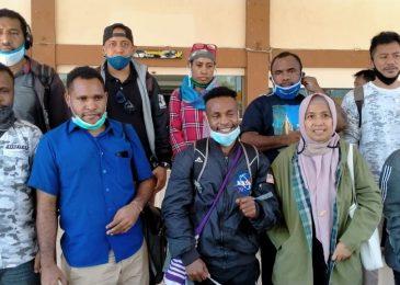 Setelah Bebas, Alex Gobai, Fery Kombo,  Irwanus Uropmabin Tiba di Jayapura